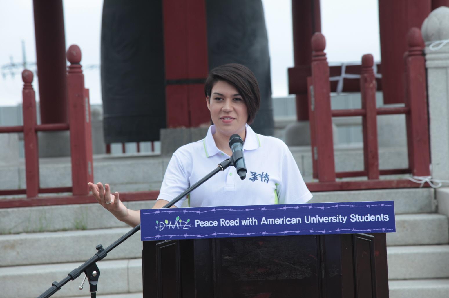 크기변환_평화메시지 발표하는 나오미 미국대학생 대표.JPG
